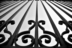 Encarcelado (Osruha) Tags: catedral cathedral catedraldelaalmudena madrid españa espanya spain reja reixa grille blancoynegro blancinegre blackandwhite bw bn bnw nikon nikonistas d750 nikond750