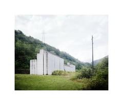 la Congiunta, Peter Märkli, Giornico, 1992 (Crispijn van Sas) Tags: peter märkli archittecture architectuur beton concrete serene beauty pure form created by divinity mamiya 7 portra 160 80mm