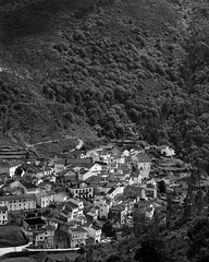 View of Loriga (lebre.jaime) Tags: portugal hinterland beira alta estrela highland mountain range mountainrange valley tree forest loriga way path countryside noiretblanc blackwhite bw pretobranco pb schwarzweis sw analogic film