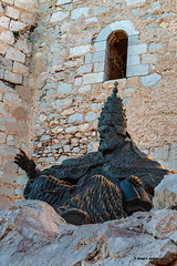 El Papa Luna (moligardf) Tags: castillo monumento estatua pedestal peñíscola