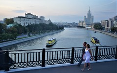 Krasnoluzhsky Road Bridge (RarOiseau) Tags: lamoskova rivière ville bateau pont moscou russie couchant
