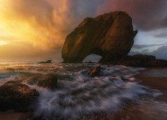 """Imperatoris sáxeo"" (Blai Figueras) Tags: sky panorama agua seascape sunset water horizon landscape atardecer atmosphere coast seaside colours longexposure stones sun le rocas paraiso sand paradise beach colores paisaje sea flickr playa naturaleza eden portugal nature costa cielo mar clouds rocks"