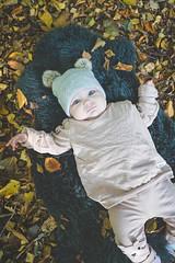 Belle (evizzlandin) Tags: baby babyphotography babyphotoshoot babies bebis bebisfotografering bebisfotograf höst autumn leaves löv höstlöv barn barnfotografering fotografering landinfotografi landinphotography photographer photography photoshoot fotograf