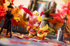 Super Crown Flareon (GaleXV) Tags: jfigure bfigure toyphotography autumn diorama fall sony a6300 lovelive pokemon flareon nendoroid goodsmilecompany makinishikino nicoyazawa