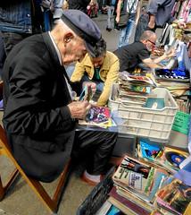 Digging for vinyl Barcelona (Brother G) Tags: barcelona vinyl 45 rpm oldman records record felamarket españa barca