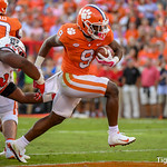 Travis Etienne Photo 11
