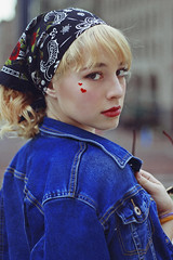 Júlia (TheJennire) Tags: photography fotografia foto photo canon camera camara colours colores cores light luz young tumblr indie teen adolescentcontent makeup eyes stickers retro jeans fashion jacket look bangs blonde indianapolis curlyhair indiana usa eua unitedstates 2018 50mm