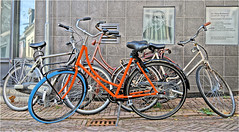 Bicycle Mess (Hindrik S) Tags: bike bicycle fyts fiets rad fahrrad four fjouwer vier wall muorre mauer muur color colour kleur farbe street straat strjitte streetphoto strjitfotografy straatfotografie streetphotography strasse wheel tsjil wiel frame saddle zadel seal lytseheechstrjitte kleinehoogstraat liwwadden leeuwarden ljouwert fryslân friesland sonyphotographing sony sonyalpha a57 α57 slta57 sony1650mmf28dtssm sal1650 2018 hdr paintshoppro x8 strasenfotografie