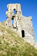 Corfe Castle (Dave_S.) Tags: ruins sky grass building norman england english great britain british united kingdom gb uk castle corfe dorset civil war parliamentarian royalist roundheads cavaliers destroyed remains medieval architecture defence hill top nikon d3200