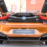 Heckansicht BMW i8 Roadster in Rost-braun thumbnail