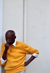 Distração do Mundo (fabian.kron) Tags: tiradentes mg minasgerais homem man yellow pensamento thought