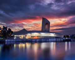 Imperial War Museum (Marcin Frączek) Tags: salford quays lowry imperail war museum dusk reflection clouds