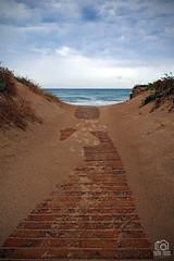Cloudy summer day (photoschete.blogspot.com) Tags: canon 70d eos pisa playa beach verano summer pasarela runway nublado cloudy mar sea valencia spain