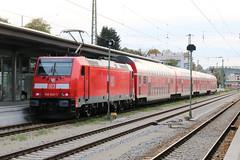 DB: Zuggarnitur des Donau-Isar-Express RE 4076 aus Doppelstockwagen mit 146 243-1 als Zuglok in Passau Hbf (Helgoland01) Tags: passau bayern niederbayern deutschland germany bahnhof station railway eisenbahn db traxx bombardier br146 doppelstockwagen
