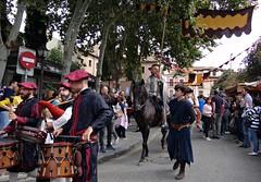 Alcalá de Henares, Madrid. (Caty V. mazarias antoranz) Tags: alcaládehenares madrid comunidaddemadrid mercadocervantino diversión comercio entretenimiento caballos donquijote rocinante cervantes