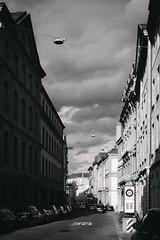 faubourg de l'hôpital (Marco - MB Photography) Tags: faubourgdelhopital streetphotography fujifilmacros 35mm neuchatel xt2 monochrome
