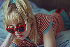 Júlia (TheJennire) Tags: photography fotografia foto photo canon camera camara colours colores cores light luz young tumblr indie teen adolescentcontent stripes portrait blonde bangs retro 80s 2018 50mm carmel indiana usa eua unitedstates sunglasses heartshapedglasses bed home sundaymood cozy