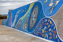 Kaimauer   Quay wall (MLopht   Dortmund) Tags: italien italy sardegna sardinia sardinien lacaletta ort dorf stadt küstenstadt küstendorf küste meer ozean mittelmeer mauer kai kaimauer himmel kunst bild gemälde relief sonyalpha6300 ilce6300 55210mm