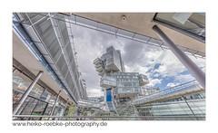 Verwinkelt / winding (H. Roebke) Tags: 2018 de architektur building farbe aegidientorplatz nordlb hannover architecture canon5dmkiv colour gebäude lightroom sigma1224mmf40dghsmart