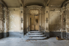 abandoned beauty (-Isabelle Van Assche-) Tags: abandoned abandonedbeauty architecture architectuur decay dust doors forgotten flickr lost lostplaces light ehemalige exposure explore europe urbex urbanexploration urban chateau verlaten vergeten verval