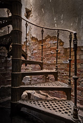Wendeltreppe (david_drei) Tags: stairs treppe treppenhaus urbex lostplace decay abandoned freihand