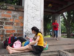Hanoi 2018 (Johnragai-Moment Catcher) Tags: people photography momentcatcher street streetmoment streetphotography hanoi2018 hanoi hanoicitytour johnragai johnragaiphotos johnragaistreet mother olympus omdem1mkii mzuikodigitaled1240mmf28pro