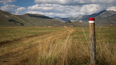 la via per Castelluccio (rrosenbleck) Tags: pentax k3 castelluccionorcia norcia paesaggio castelluccio sunset piana piangrande