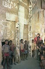 Album1-12-015b (Stichting Papua Erfgoed) Tags: mimika kamoro karapao stichtingpapuaerfgoed papuaheritagefoundation nederlandsnieuwguinea papua irianjaya irianbarat anthonyvankampen pace