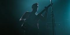 Los tonos más fríos que tu corazón (Laurita Church) Tags: bass music rock concert recital niceto lights contraluz blue cold musica bigger palermo buenosaires argentina