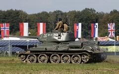 Soviet legendary medium tank T-34/85 @ LKMT (stecker.rene) Tags: t34 t3485 sotka sport tank mbt history historyc vintage legend legendary mainbattletank panzer armoured battle combat exercise land forces streitkräfte soviet medium kampfpanzer flags nato udssr cccp su ussr tracked vehicle natodays 2018 natodays2018 lkmt mošnov ostrava morava siss53 w234m canon eos7d markii tamron 150600mm