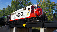 Soo Line EMD GP30 700, 36th Av E - Duluth MN USA, 09/30/18 (TonyM1956) Tags: elements sonyalphadslr sonyphotographing