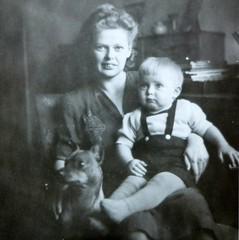 Yesterday (Ken-Zan) Tags: vintage 40tal scanned ljunghav kid dog hund kenzan