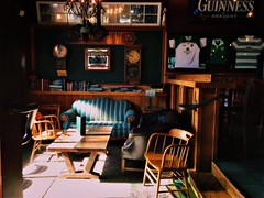 cozy (Chris Blakeley) Tags: seattle hipstamatic pub bar sofa cozy sunbeam