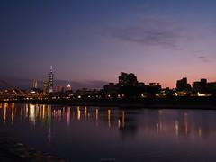 P1055566_LR (enno7898) Tags: panasonic lumix lumixg9 dcg9 1240mm f28 nightview riverbank river reflection cityscape sky twilight dusk sunset landscape