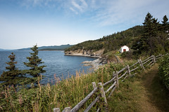 Seaside Feeling (Aymeric Gouin) Tags: canada québec forillon parcnationaldeforillon sea ocean seaside littoral mer atlantic atlantique landscape paysage paisaje landschaft travel fujifilm xt2 nature cliff falaise fence cloture barrière aymgo voyage aymericgouin