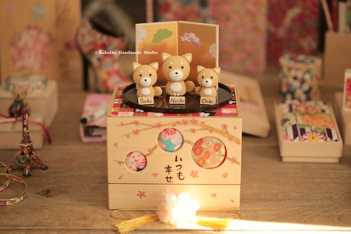 Handmade Shiba Inu bride and groom with handmade wooden gift box  Wedding Cake Topper, dogs cake topper ideas