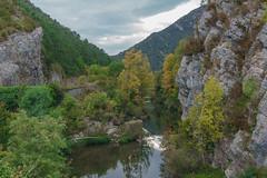 Río Salazar en Aspurz (Luis L.Modrego) Tags: aspurz navarra españa esp río salazar arbaiun river water rivière roca cielo ladera agua paisaje árbol fav10 montaña bosque madera