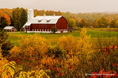 Fall Colors in Door County Wisconsin (Thomas DeHoff) Tags: door county wisconsin red barn fall colors sony a700 tamron 70200