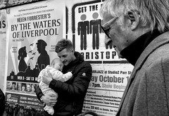 Happy Baby, Happy Daddy, Parade of the Giants, Liverpool Docks (_p_e_r_s_e_p_h_o_n_e_) Tags: liverpool giants liverpoolgiants streetphotography monochrome liverpooldocks crowds spectators happiness happysundays giantsparade liverpoolgiants2018 strandstreet
