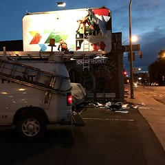 Le changement de décor, ça se fait tôt le matin... (woltarise) Tags: streetwise travailleurs affiches changement iphone7 rachelest rue montréal couleurs 6h30am éclairage urbain