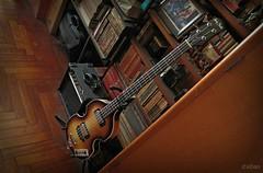 El rincón de mi recreo (Franco D´Albao) Tags: canonpowershotg10 francodalbao dalbao music rincón corner casa home bajo bass guitarra guitar aficiones hobbies