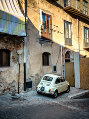 Fits easily! (2) (Marc Rauw.) Tags: italië italy sicilië sicily holiday fiat fiat500 cinquecento cute vintage old classic car smallcar small parkingspace parking beige city town castelbuono little transportation transport olympusomdem5markii olympus omd em5 mzuikodigital1250mm 1250mm mzuiko microfourthirds m43 μ43 streetphotography street europe citylife