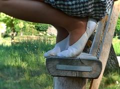 Na lavičce • On a bench (Merman cvičky) Tags: balletslippers ballettschläppchen ballet slipper ballerinas slippers schläppchen piškoty cvičky ballettschuhe ballettschuh punčocháče pantyhose strumpfhosen strumpfhose tights collants medias collant socks nylons socken nylon spandex elastan lycra