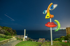 Night and Day - sculpture by the sea 2018, Bondi. (jmphotos2020) Tags: sculptureexhibit bondibeach tamaramabeach sydney nightphotography longexposure sculpturebythesea
