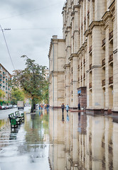 Pros of the rain (Varvara_R) Tags: architecture architektur baukunst building buildings city citylife cityscape downtown 스트리트 街道 通り モスクワ 莫斯科 모스크바 러시아 俄罗斯 ロシア explore highkey weather strasse travel view street rainy reflections moscou moscow moskau perspective russia russianarchitecture russianculture russie russland scene scenery scenic