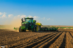 Corn Planting | JOHN DEERE (martin_king.photo) Tags: cornplanting johndeere johndeere8370rt tractractor johndeere1775nt 16row planter tractor spring work 2017 trees greenworld mais maize corn huge machine all everything servis tschechische republik powerfull martin king photo agriculture machines strong agricultural greatday great czechrepublic sky welovefarming agriculturalmachinery farm workday working modernagriculture landwirtschaft beast martinkingphoto day moisson machinery farmworld farmlife power dynastyphotography lukaskralphotocz fans place clouds blue yellow gold golden eos country lens rural camera outdoors outdoor cloudy canon