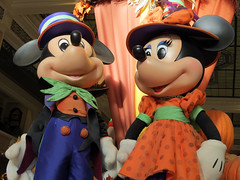 Halloween Mickey and Minnie (meeko_) Tags: mickey minnie mouse mickeymouse minniemouse display halloween decoration halloweendecoration emporium shop mainstreetusa magic kingdom magickingdom themepark walt disney world waltdisneyworld florida fall autumn disneyhalloween
