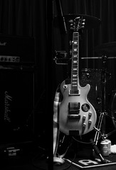Gibson - Les Paul (fotomie2009) Tags: monochrome monocromo bw bn music live concert raindogs house savona nashville pussy rock performance italy gibson les paul model guitar chitarra musical instrument strumento musicale