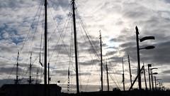 Masten in het Oosterdok (screenpunk) Tags: amsterdam oosterdok wolken water clouds haven port portofamsterdam hemel lucht kleuren
