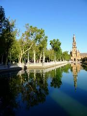 Reflection /Sevilla (masha mashoveici) Tags: reflexo reflections reflexie waterreflection treereflection reflets reflexos sevilla spain photo trevel trevelphotography